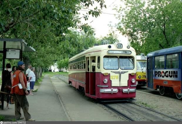 12 ностальгических фото Москвы при Лужкове