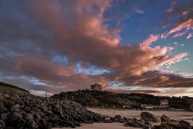Ilbarritz Castel..... And low tide☀😁🌺🥀🕺🧚 by Taylor  Regina  on 500px.com
