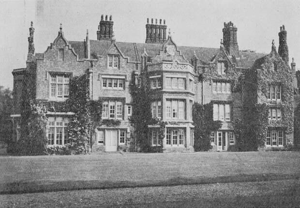 Фамильный дом Найтингейлов в Уиллоу, Хэмпшир. Сейчас в этом здании расположена школа.Фото: WelcomeCollection