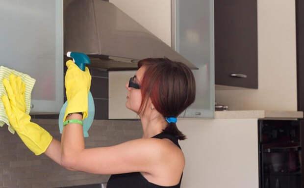 Отмываем кухню от застарелого жира без траты многих часов. Смешиваем жидкость для мытья посуды и санитайзер