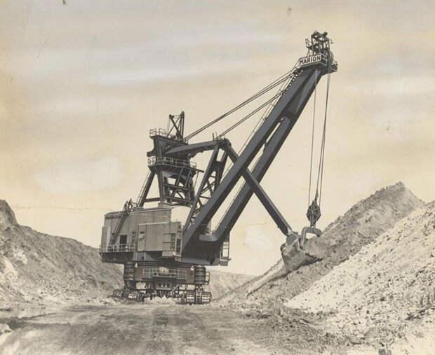 Экскаватор, используемый при добыче полезных ископаемых.