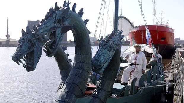 В Нижнем Новгороде ладья «Змей Горыныч» спасла яхту, которая села на мель