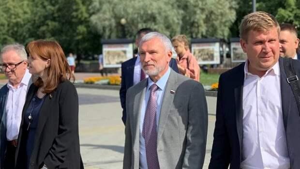 Депутат Журавлев ознакомился с проблемами Кормиловского хлебозавода в Омской области