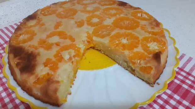 Заливаем мандарины жидким тестом и выпекаем обалденный десерт