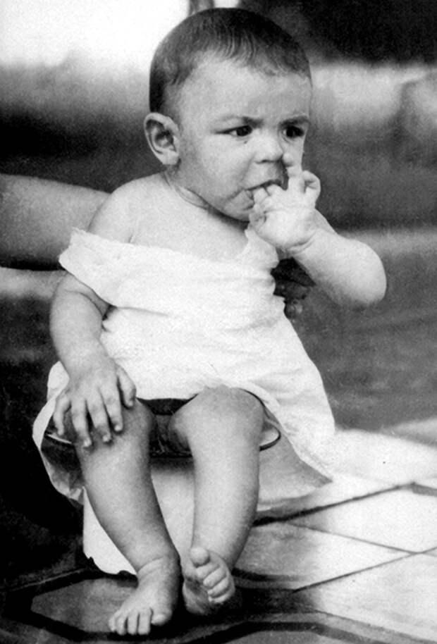 Малыш Эрнесто Рафаэль Гевара де лаСерна, 1929.
