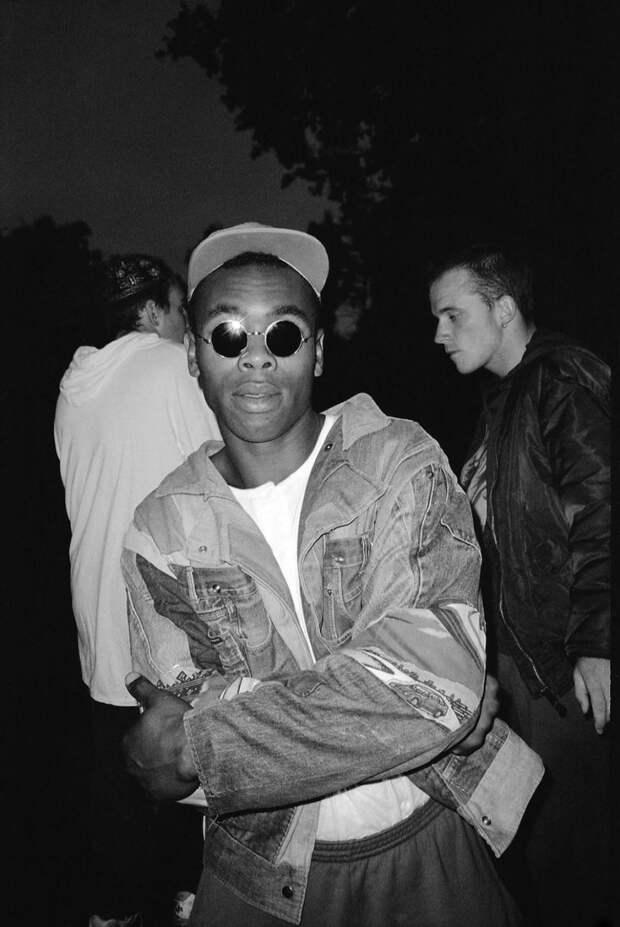 Беспечная ночная жизнь британцев в 80-90-х годах в объективе клубного фотографа Адама Фридмана