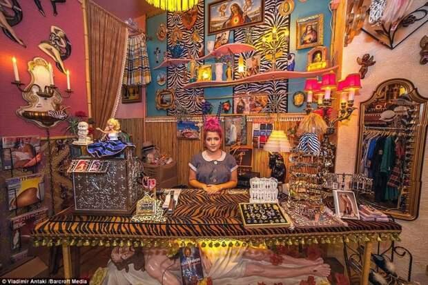 Канадский фотограф Владимир Антаки изучает таинственную жизнь владельцев магазинов