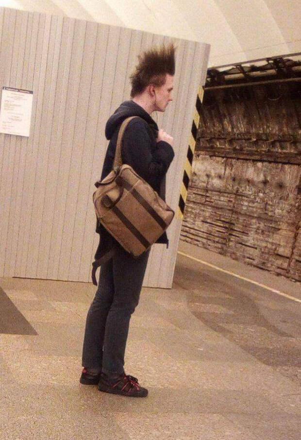 Странные и неожиданные пассажиры метро (27 фото)