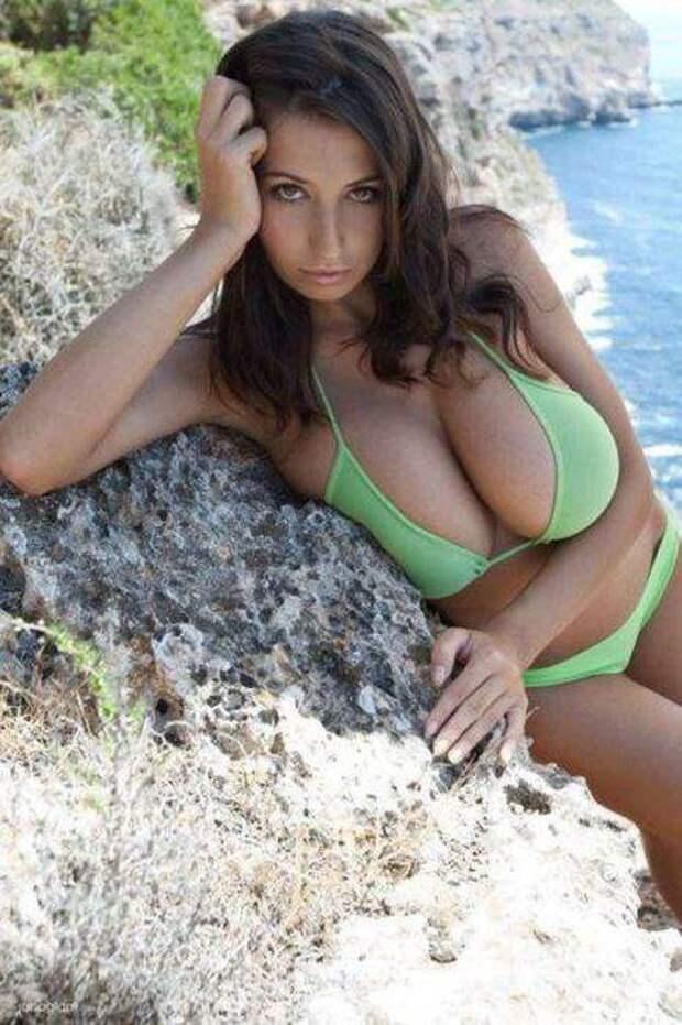 Сексуальные девушки с большим бюстом (46 фото)