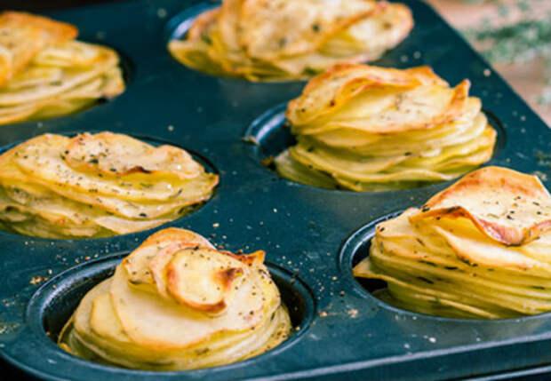 Картофельные пирамидки в духовке: режем тонки ломтики и прокладываем сыром