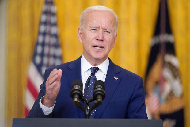 «Ему надо взяться за ум»: американский сенатор сравнил Байдена с Лениным