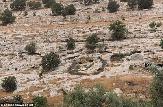 Местность в Иордании, где были обнаружены свинцовые книги.