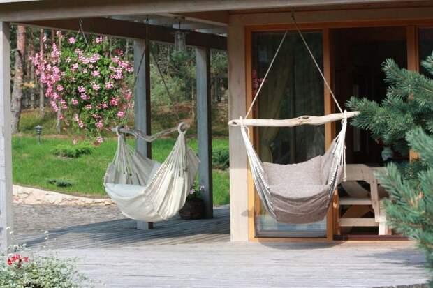 Интересные и практичные идеи гамаков на заднем дворе