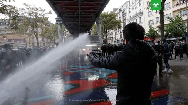Полиция Парижа применила водометы на акции в поддержку Палестины