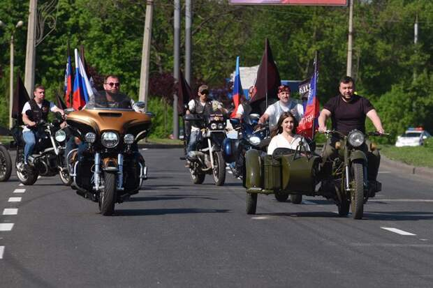 Денис Пушилин возглавил колонну байкеров на открытии мотосезона в Донецке