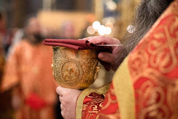 Патриарх Кирилл назвал святые дары для причащения не подверженными инфекции