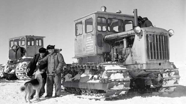 Тракторы С-100А в Антарктиде, 1962 год