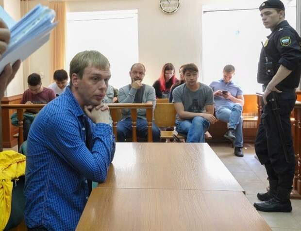 Адвоката главного фигуранта дела Голунова лишили статуса