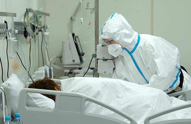 За сутки заболевших ковидом в России стало еще на 1200 больше. Бизнес пытается понять, как действовать