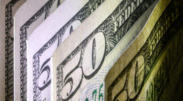 Россиянам пора спешить в обменник и срочно покупать доллары