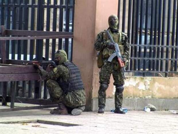 Special forces members take position during an uprising that led to the toppling of president Alpha Conde in Kaloum neighbourhood of Conakry, Guinea September 5, 2021. REUTERS/Saliou Samb