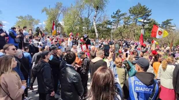 """Жители Одессы вышли на парад Победы, скандируя: """"Донбасс, мы с тобой!"""""""