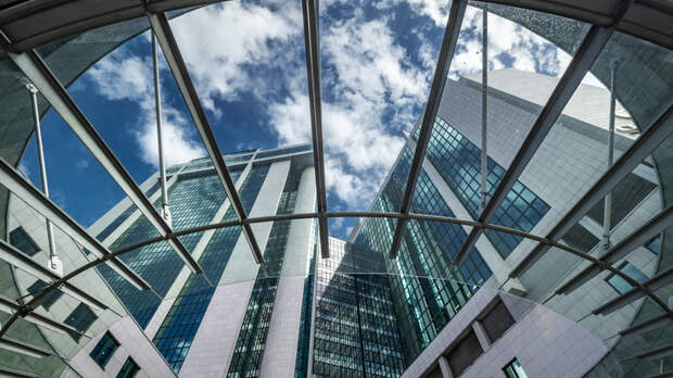 Угроза государству: ФСБ разберётся с иностранным гражданством топ-менеджеров Сбербанка