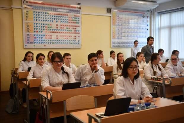 В РФ вновь расширили список получателей 10-тысячной субсидии на школьников