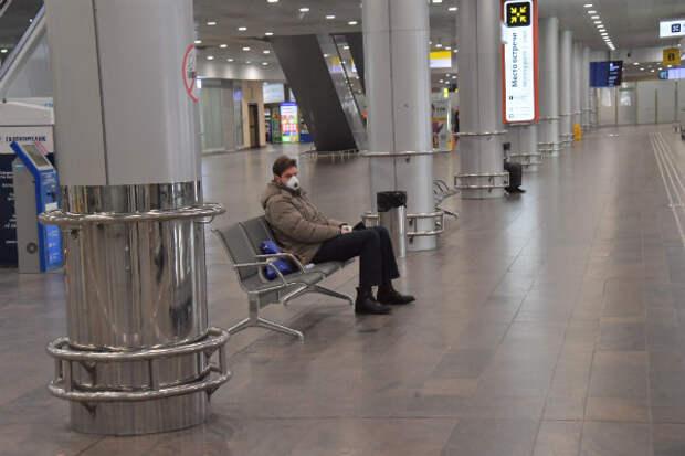 Дома до августа: Россия продлила запрет на международные перелеты