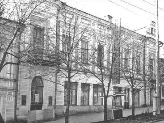 Офицерский клуб. Уголок веселья посреди кавказской войны