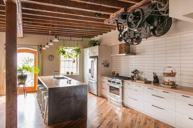 белая кухня в стиле лофт с практичной плиткой под кирпич