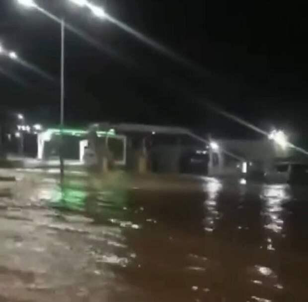 Ночью в районе объездной Симферополя прорвало трубу