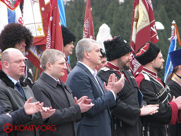 Глава Крыма Сергей Аксенов и почетные гости.