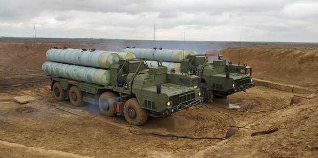 Зенитчики ЮВО отразили воздушную атаку условного противника на учениях в Черном море