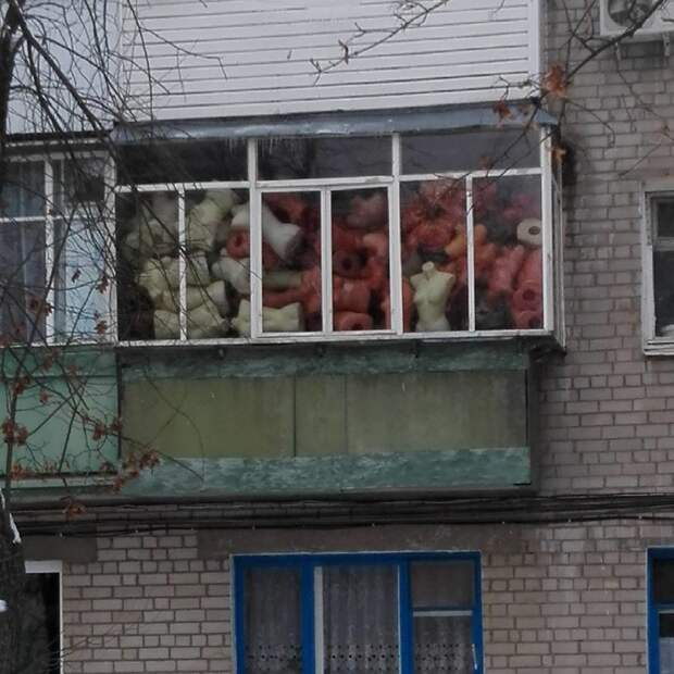 И для чего людям столько манекенов балкон, балконы, на балконе, прикол, че за хрень на балконе?, юмор
