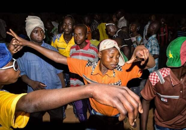 Мы хотим танцевать: Как выглядит сельская дискотека в Африке