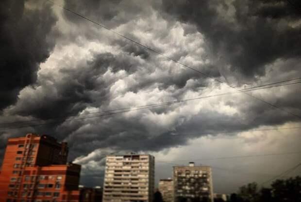 """Шесть человек пострадали из-за непогоды в Москве, сорвавшей со здания Госдумы букву """"А"""""""
