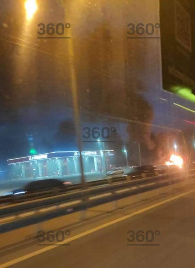 Бензовоз загорелся на Ярославском шоссе. Фото