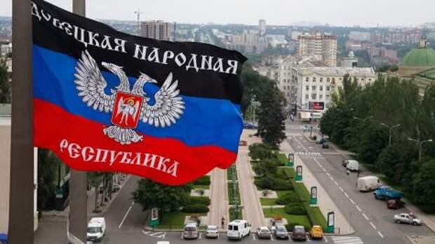 Зеленский предложил русским жителям Донбасса уехать в Россию