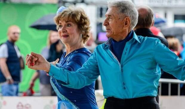 «Танцевальное долголетие»: пенсионерам из Западного Дегунина доступны новые занятия