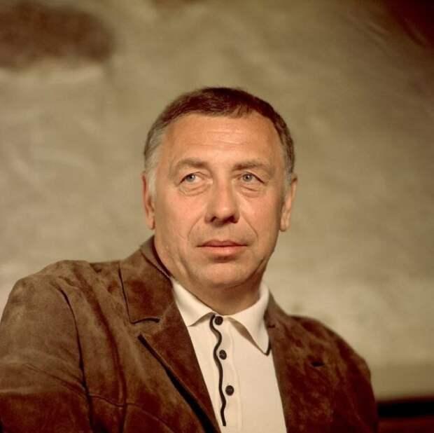 Как молоды мы были: 30 душевных портретов любимых звезд советского кино на пике их славы