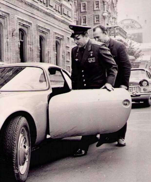 Почему Гагарину запретили ездить на подаренной ему спортивной машине