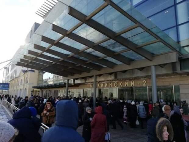 В Петербурге эвакуируют людей из Мариинского театра