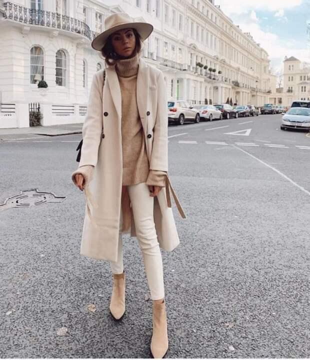 17 стильных образов с бежевым пальто, которые легко повторить