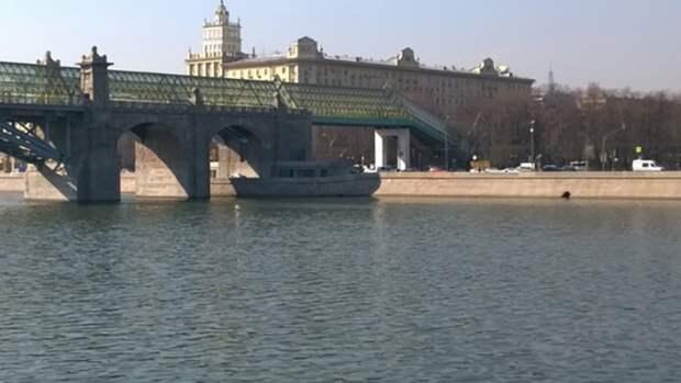 Спасатели вытащили мужчину из Москвы-реки