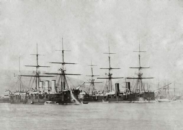Фрегат «Память Азова» и корабли сопровождения