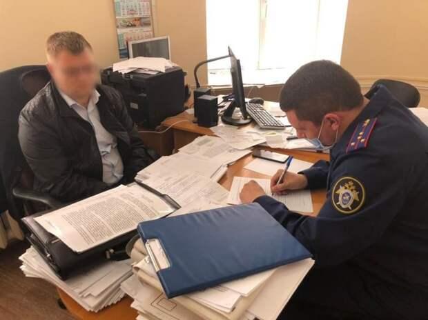 Силовики задержали превысившего должностные полномочия начальника евпаторийского ДИЗО