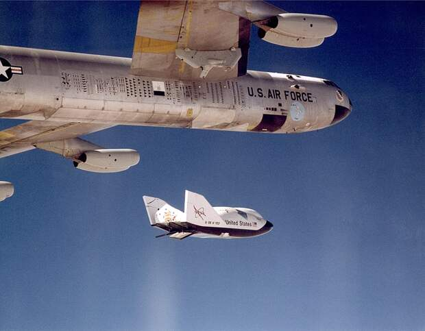 File:X-38 Ship -2 Release from B-52 - GPN-2000-000196.jpg
