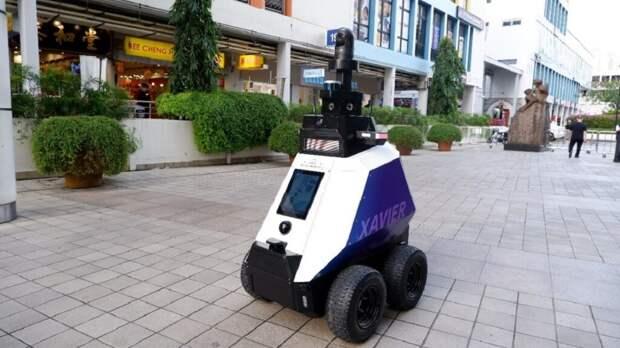 В Сингапуре на улицы вышли роботы-полицейские (видео)