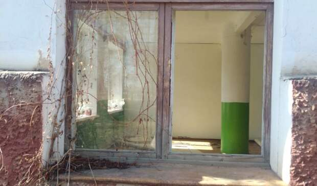Власти Балезино забросили здание бывшего Центра детского творчества